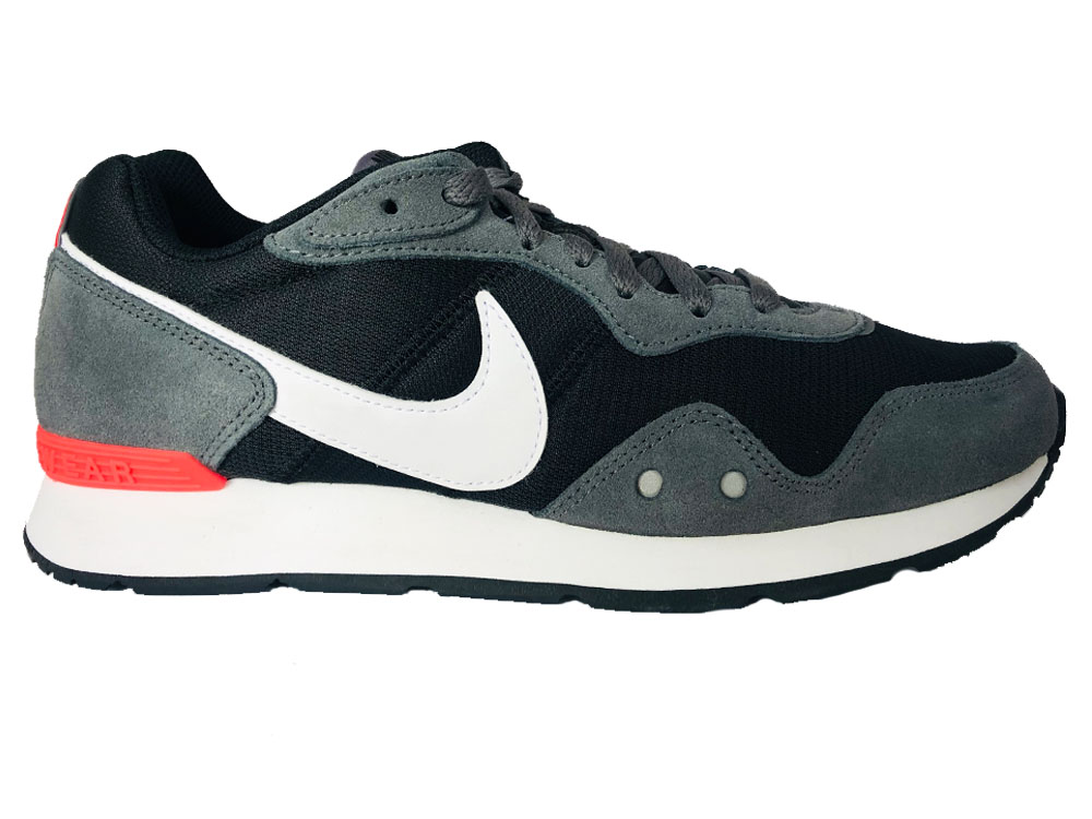 Zwarte Nike Sneakers Venture Runner