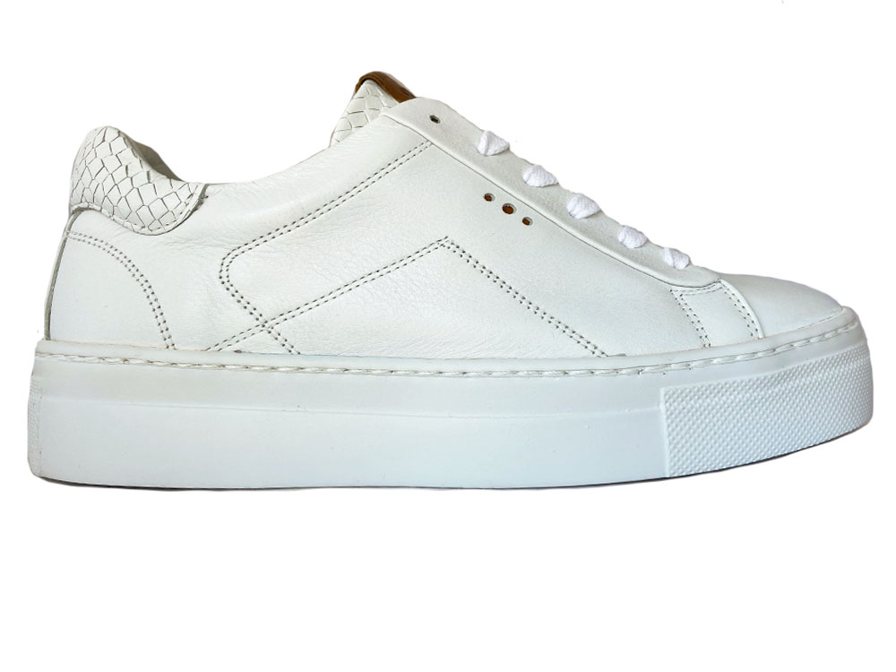 Witte Aqa Sneakers